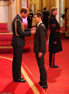 dailymail:  The Duke of Cambridge participated in his first investiture ceremony at Buckingham Palace.  Here the Duke awards Wimbledon champion Andy Murray his OBE medal, October 17, 2013.  Investitures are generally held by Queen Elizabeth though both the Prince of Wales and the Princess Royal also present the awards.