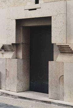 Headquarters of the Banca Popolare di Verona. Carlo Scarpa completed by Arrigo Rudi after Scarpa's death. Carlo Scarpa, Gothic Architecture, Facade Architecture, Geometry Architecture, Art Deco, Sendai, Brutalist, Door Design, Windows And Doors