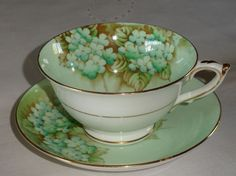 Crazy for this color teacup.