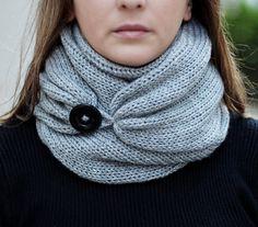 Écharpe en tricot avec bouton, foulard infini, écharpe de cercle, écharpe de boucle, tricot écharpe infini, écharpe de bouton, tissage ouvert tricot écharpe Plus