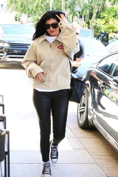 Discovered by K. Find images and videos about kylie jenner on We Heart It - the app to get lost in what you love. Ropa Kylie Jenner, Kylie Jenner Outfits, Kylie Jenner Style, Kendall And Kylie Jenner, Kylie Baby, Kylie Kardashian, Edgy Outfits, Her Style, Celebrity Style