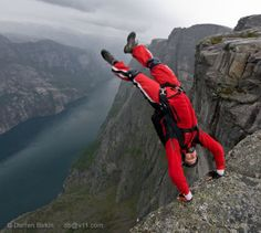 Base jump, Kjerag, Norway