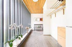 Hall med magnifikt ljusflöde Divider, Room, Furniture, Home Decor, Bedroom, Decoration Home, Room Decor, Rooms, Home Furnishings