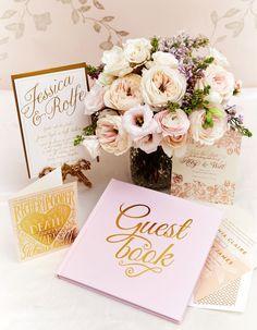 """VOGUE Weddingの「ウエディング:重厚感ある会場に、""""大人のピンク""""を効かせて。」に関するページです。VOGUE JAPANが手掛ける「VOGUE Wedding(ヴォーグウェディング)」は世界トップのフォトグラファー及びモデルを多彩に起用した最も洗練されたウエディング誌です。「世界でいちばん美しい花嫁になる」をコンセプトとしたハイエンドでモードな情報が満載です。"""