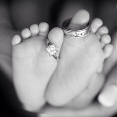 aww adorable idea for new baby photo shoot!