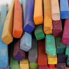chalk is the childhood madeleine :) True Colors, All The Colors, Pastel Art, Rainbow Colors, Color Inspiration, Bunt, Decoration, Art Projects, Creations