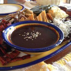 Food fiesta in #Oaxaca #Mexico Memelas, tamales oaxaqueños, chorizo, frijoles refritos, tasajo, carne cesina, etc!