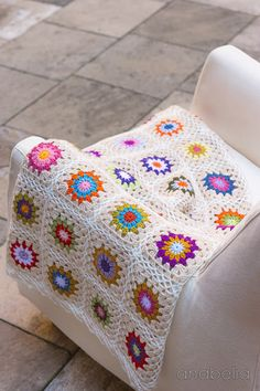 Colorful crochet blanket, free pattern