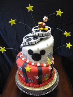mickey mouse birthday cake ideas. I need to find people that can do things like this!