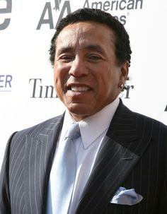 Smokey Robinson Photos - Singer Smokey Robinson attends the Apollo Theater Fourth Annual Hall Of Fame Induction Ceremony at the Apollo Theater on May 2008 in New York City. - Apollo Theater Fourth Annual Hall Of Fame Induction Ceremony Percy Sledge, Wilson Pickett, Smokey Robinson, Elton John Aids Foundation, Soul Jazz, Soul Singers, Handsome Black Men, Marvin Gaye, Ray Charles