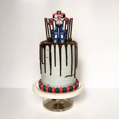 transformer-chocolate-drip-cake