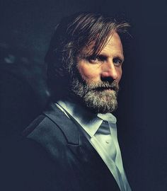 Viggo Mortensen downloading this picture just because he makes everyone in his movies seem like novices.