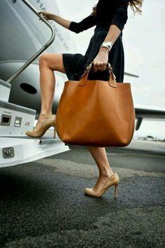 Travel style- large leather tote my style borse, borse da donna, borsa larg Fashion Bags, Fashion Accessories, Womens Fashion, Workwear Fashion, Style Fashion, Women Accessories, Fashion Trends, Fashion 2016, Fashion Shoot