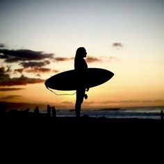 surf and sunset Drawings Pinterest, Surfer Girl Style, Learn To Surf, Surf Girls, Surfs Up, Beach Bum, Cool Pictures, Waves, Photography