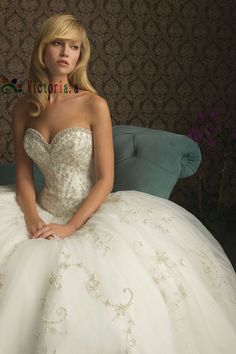 Sweet heart wedding gown- love the corset top- this was my wedding gown. which is for sale btw!!!