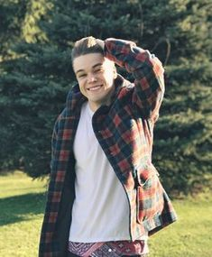 Mikolas Josef is sooo cute 😍 just look at his little face ✨✨ Dream No More, Lie To Me, Men Looks, Plaid Scarf, Crushes, Popular, Guys, Stars, Celebrities
