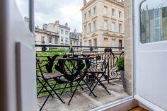 table extérieure sur le balcon