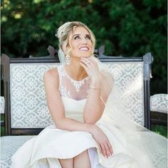 We absolutely adore this glamorous shot of our dear bride @davidandlindsy on her wedding day!! Great work by @thesilhouettestudio #soireeblissevents #riveroaksgardenclub #weddingdress #theknot #houstonwedding #bridals