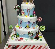 "Sweet Christmas cake by the ""Cake Boss"" Buddy Valastro! Pretty Cakes, Cute Cakes, Fondant Cakes, Cupcake Cakes, Cake Boss Buddy, Christmas Cake Topper, Christmas Cakes, Xmas Cakes, Christmas Desserts"