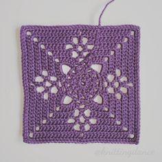 No #7 2more to go. I am making 5 of each colour. #victorianlatticesquare #autumnjewels #thepatchworkheart #grannysquare #crochetaddict #crochet #crochetblanket #häkeln #häkeldecke #instacrochet #yarnaddict #deramoresstudiodk #craft #hobby by knittingdance