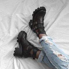 ZIBRU.COM (@zibrucom) • Zdjęcia i filmy na Instagramie All Black, Black And White, Alternative Girls, Dark Fashion, Grunge Outfits, Platform Shoes, Vegan, Don't Worry, Leather