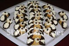 Medové trubičky s krémem Christmas Baking, Christmas Cookies, Sweet Desserts, Confectionery, Biscotti, Food Hacks, Doughnut, Sweet Tooth, Cereal