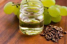 A szőlőmagolaj az utóbbi időkben vált az emberek körében egyre népszerűbbé, hiszen számtalan pozitív hatása van. Nem csupán az egészségünket