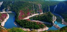 Breathtaking natural view of Uvac gorge - Serbia Amazing Places On Earth, Wonderful Places, Beautiful Places, Amazing Things, Montenegro, Belgrade Serbia, Nature Reserve, Beautiful World, The Good Place