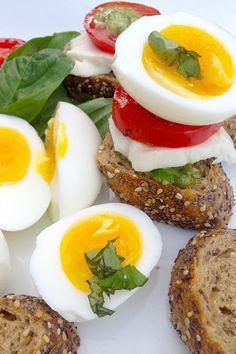 #Recipe: Soft Boiled #Egg 7-Minute Caprese #Breakfast