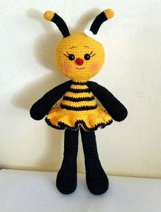 Patrón amigurumi abejita Crochet Fairy, Crochet Bee, Crochet Amigurumi, Amigurumi Doll, Crochet Toys, Crochet Dolls Free Patterns, Amigurumi Patterns, Knitting Patterns, Crochet Doll Tutorial
