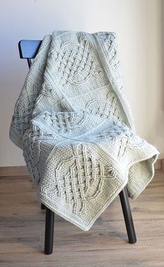 [Easy] Free Pattern – Crochet Celtic Tiles Blanket