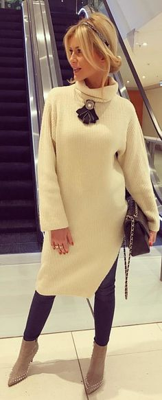 #winter #outfits beige corduroy turtle-neck sweater. Pic by @andzelika_chruscinska.