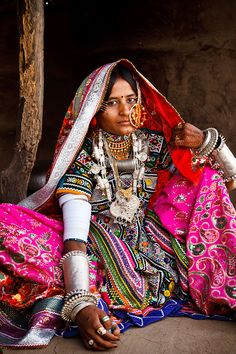 Portrait of a Marwada Meghwal Harijan woman wearing traditional clothing and a large golden wedding ring through her nose, Hodka, located roughly from Bhuj in the Kutch District, Gujarat, India Ethnic Fashion, Indian Fashion, Folk Costume, Costumes, Tribal Costume, Costume Ethnique, Yoga Studio Design, Bohostyle, Tribal People