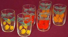 Glazen met fruit afbeelding...! Leuk ze hier terug te zien, mijn kleinkinderen drinken er nu weer uit.
