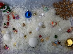 Play Create Explore: love the different sized styrofoam balls for snowman making