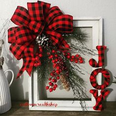 63 Trendy Farmhouse Wreath Decor Old Windows Picture Frame Wreath, Christmas Picture Frames, Plaid Christmas, Rustic Christmas, Winter Christmas, Christmas Holidays, Christmas Wreaths, Christmas Ornaments, Picture Frame Crafts