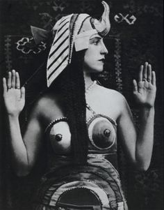 Lubov Tchernicheva in the title role in the ballet Cléopâtre for the Ballet Russe, Costume by Sonia Delaunay Sonia Delaunay, Robert Delaunay, Harlem Renaissance, Time Based Art, Ali Mcgraw, Jacques Heim, Cleopatra Costume, George Balanchine, Russian Ballet