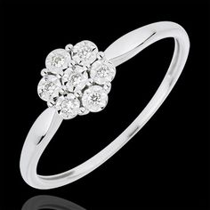 Freshness Solitair Ring - Flower Snowflake - 7 diamonds, 7 diamonds combined form a delicate and precious snowflake resting on a white gold frame 7 diamonds: carat - White gold Gold = g. Ring Verlobung, Solitaire Ring, Bling Bling, Gold Jewelry, Jewelery, Princess Birthday, 18k Gold, Heart Ring, White Gold