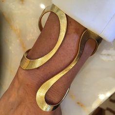 Fluid elegance from #FernandoJorge #Couture2015 #wynnlasvegas #showyourcouture #luxury #goldbracelet