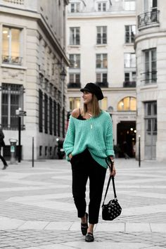 LOOSE SWEATER & BLACK PANT L'instantflo
