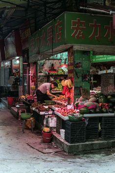 Laneway grocer near Shipai W Road, Tianhe, Guangzhou | heneedsfood.com