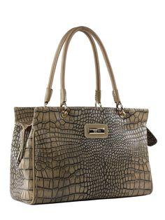 Bolsa feminina de couro estampa crocodilo, com alças em couro liso. Sistema de fechamento com zíper. Forro de tecido e bolsos internos para objetos.