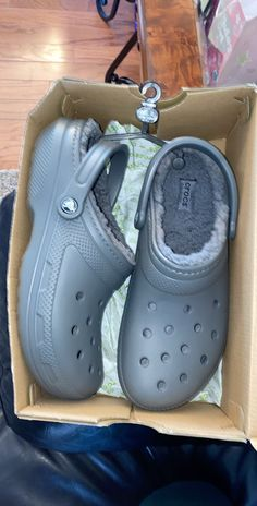 Never worn, they were too big Mens size 10 Womens size 12 Pretty Shoes, Cute Shoes, Me Too Shoes, Crocs Slippers, Crocs Shoes, Crocs Fashion, Sneakers Fashion, Crocs With Fur, Fluffy Shoes