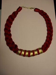 Necklace gold/maroon handmade!
