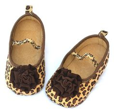 cute baby girl shoes - awesome animal print!