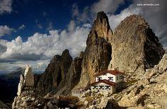 Rifugio Fonda Savio Hütte (m. 2367) Cadini di Misurina Tel: 043 53 90 36. Sektion XXX Ottobre Trieste CAI