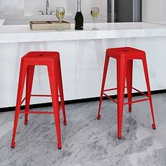 This bar stool set, featuring a neat and simple design, will surely bring you seating comfort. The immaculate bar stools speak for themselves regardless of style, comfort or minimalism which are all key ingredients to seek for perfection. Red Bar Stools, High Bar Stools, Bar Stool Chairs, Metal Bar Stools, High Chairs, Lounge Chairs, Room Chairs, Chaise Haute Bar, Chaise Bar