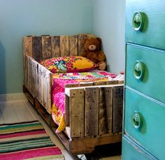 15 Beautiful Wood Pallet Bed Frames | RenewPurpose