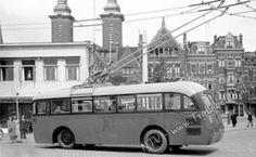 Trolley 911 van de RET tijdens een proefrit op 19 mei 1944 (!) in de buurt van de Rochussenstraat in Rotterdam.