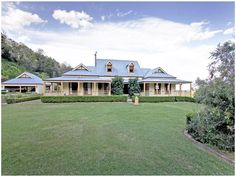 New England Country Homes - Nice Early Australian Homes. Style At Home, Country Style Homes, Australian Country Houses, Australian Homes, Australian Garden, New England Homes, New Homes, Queenslander House, Country Home Exteriors